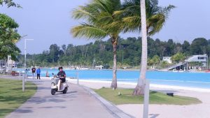 Laguna Kristal, kolam air asin seluas 6,3 hektar di lagoi, Bintan ini salah satu objek wisata yang selalu ramai dikunjungi wisatawan.