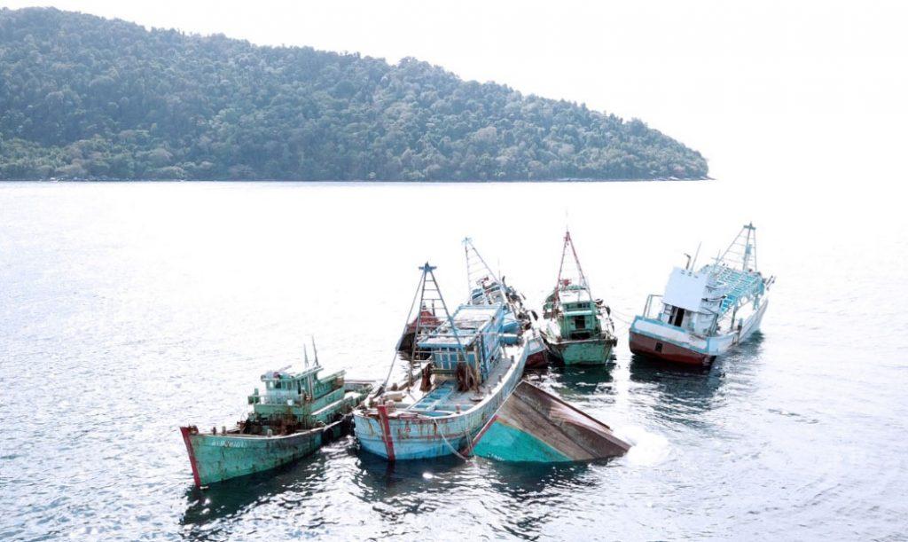 Kapal nelayan asing yang ditangkap karena mencuri ikan tahun lalu. Kedepan pemerintah merencanakan akan menyita dan menghibahkan ke nelayan untuk setiap kapal ikan asing yang ditangkap karena mencuri ikan.