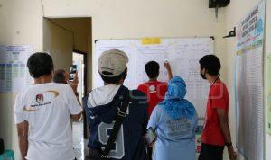 Simulasi penghitungan surat suara hingga meng-update melalui aplikasi Sirekap di Bogor.